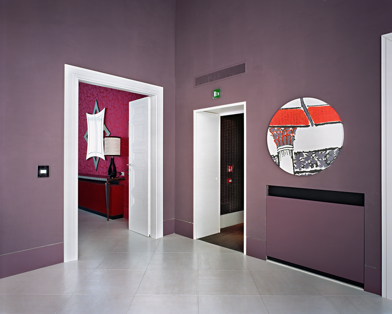 Lynne Cohen - Untitled (Circle Mirror - Mauve Wall), 2011