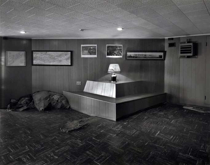Lynne Cohen - Captain's lounge, 1974